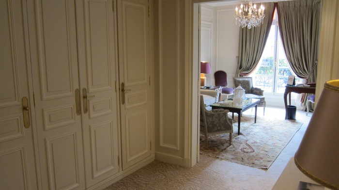 IMG 0691 700x392 Suite at Hotel Plaza Athne Paris