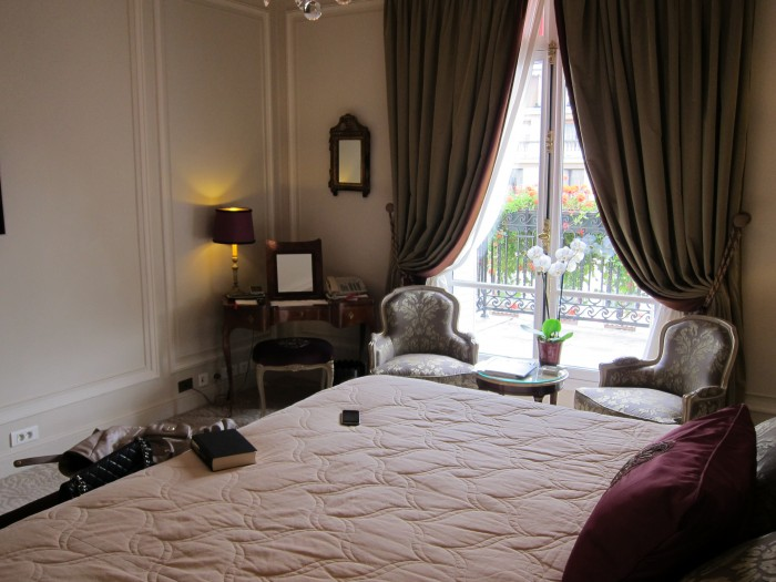 IMG 0720 700x525 Suite at Hotel Plaza Athne Paris