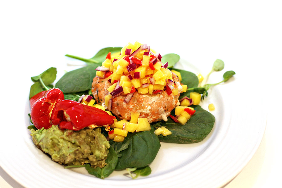 IMG 3060 Clean Eating: Salmon Burger with spicy mango salsa